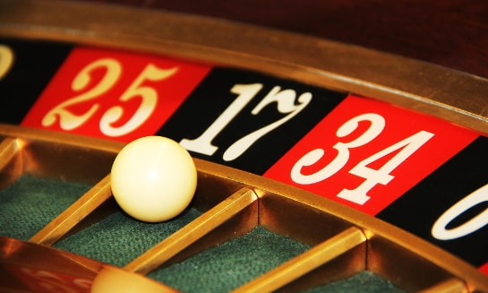 Entrepreneurs and gamblers, birds of feather?